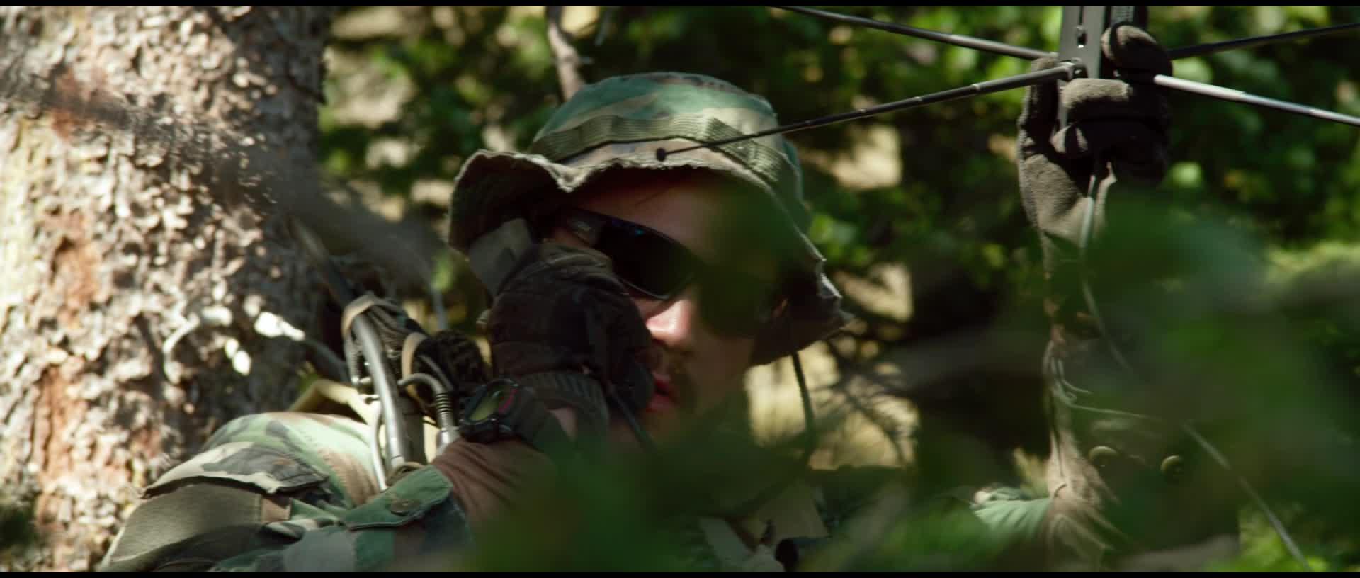 смотреть фильм уцелевший 2013 в hd
